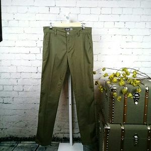 NWOT Retrofit olive green chinos with stretch